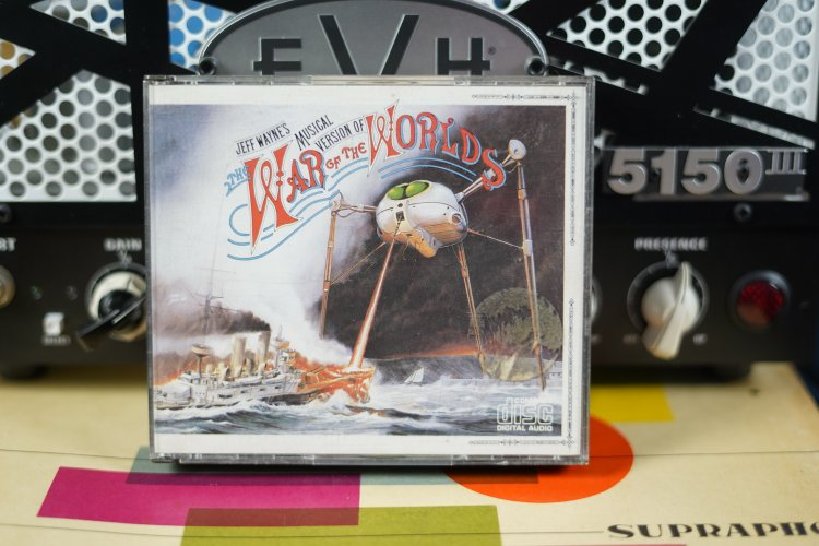 War of the Worlds     The Earth under the Martians     The coming of the Martians CDCBS 96000 Made in Austria 1978
