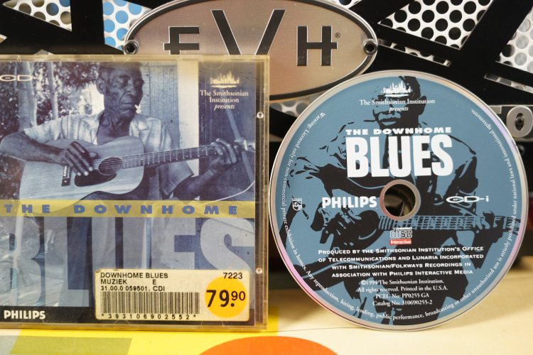 CD-I The Smithsonian Institution presents The Downhome Blues 310690255-2 Printed in the USA 1994